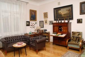 Фрагмент меморіальної експозиції Кабінет Миколи Бажана