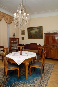 Фрагмент меморіальної експозиції _Вітальня Миколи Бажана