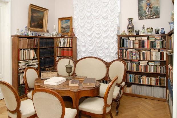 Фрагмент меморіальної експозиції_Мистецька бібліотека Миколи Бажана