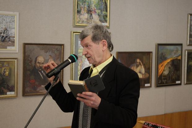 Поет, перекладач, актор театру і кіно Василь Довжик