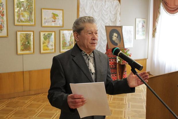 Письменник Петро Засенко