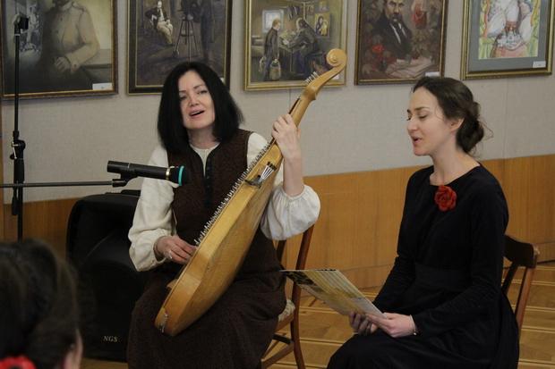 Співачка, бандуристка Надія Боянівська та Лілія Булгакова